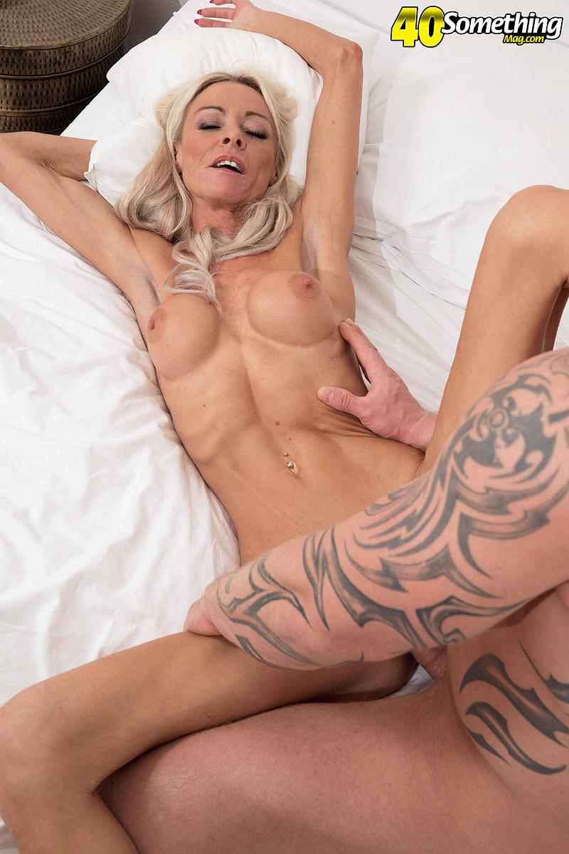 MILF Alexis Starr transando gostoso - Só Pornô