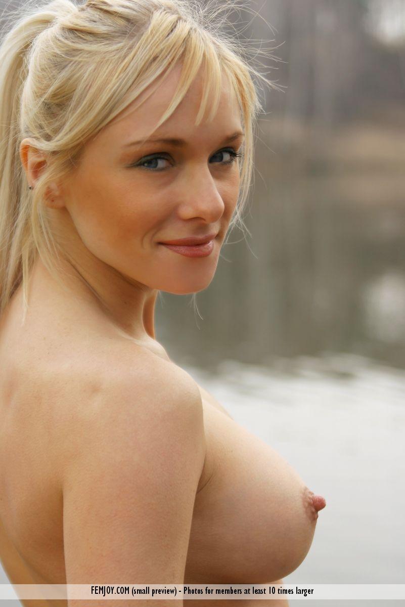 Yanina Studilina  nackt