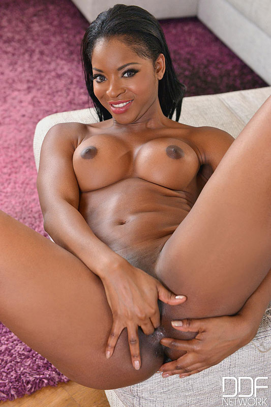 Hot ebony Jasmine Webb - Só Pornô