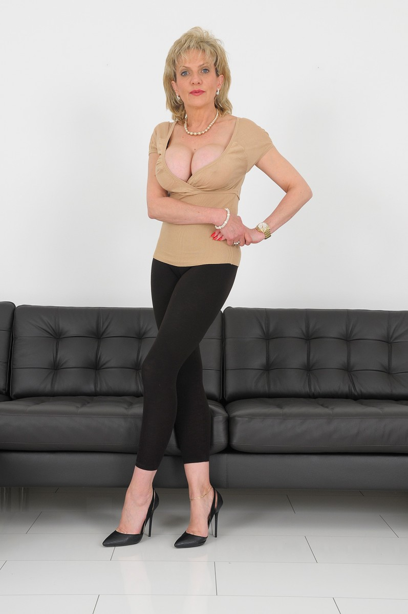 British Lady Sonia Com