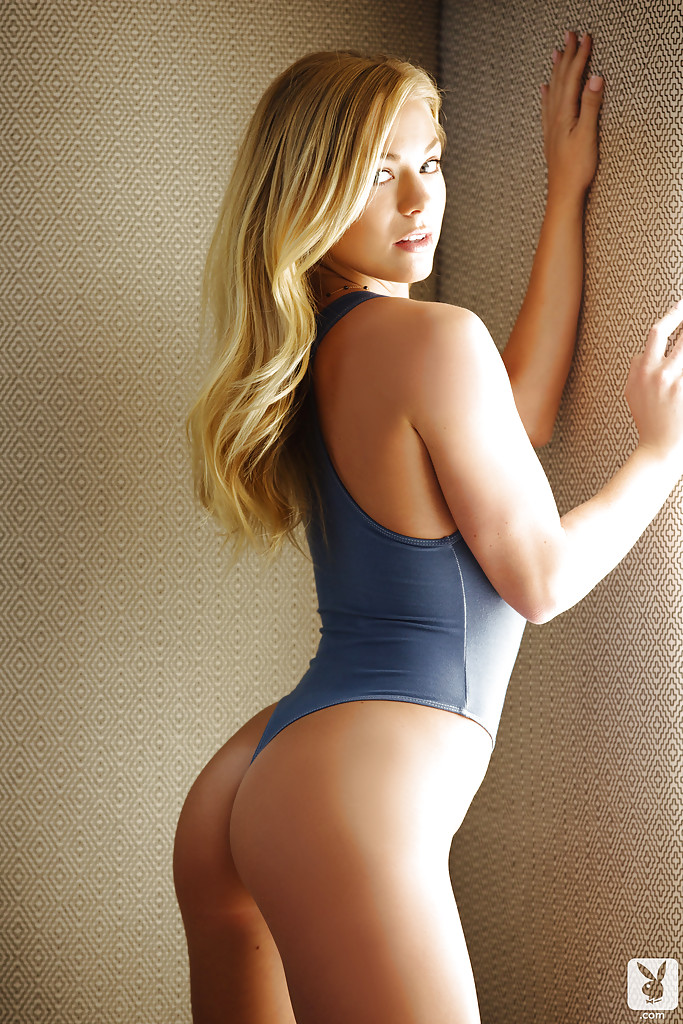 Frolic blonde babe with shaved cooter getting rid of her sport outfit