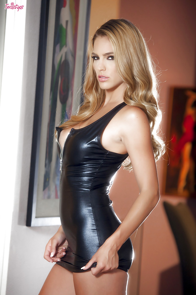 Ryan Ryans is willing taking off her tight latex skirt on camera