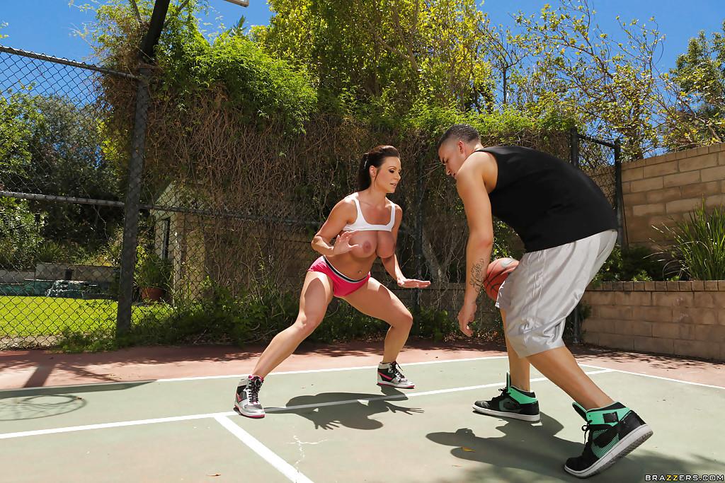 brazzers big titted milf im sport