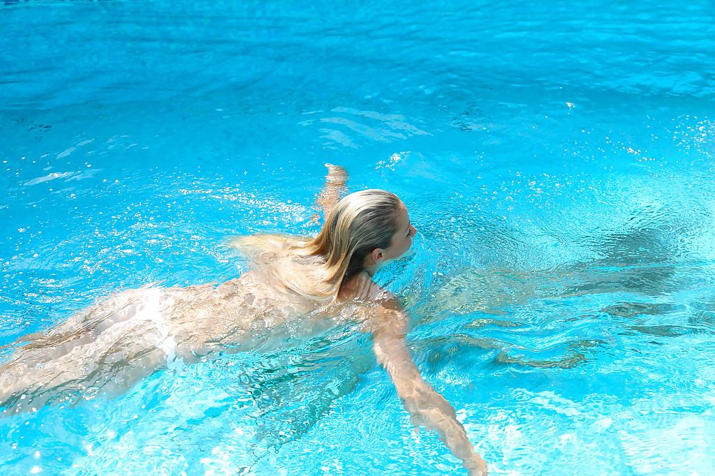 Double Penetration Pool Blonde
