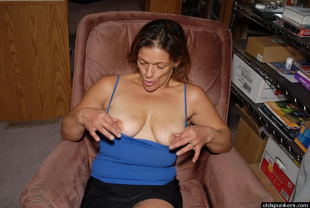 Woman Masturbating While Watch