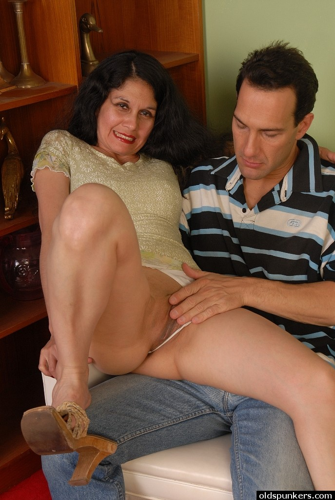 Sexy Big Booty Latina Milf