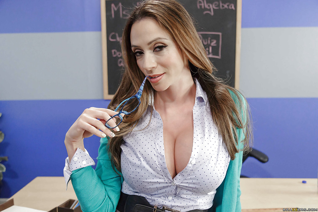 Gorgeous teacher waiting for pussy titfuck