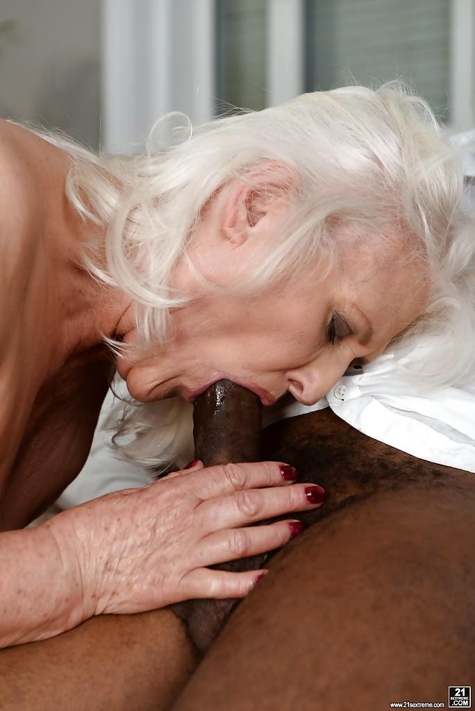Sucking Black Tranny Dick