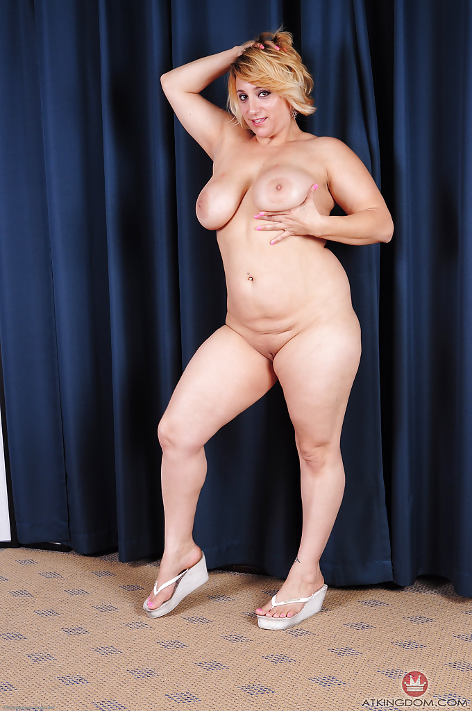Fat And Sexy Bbw Erin Green Gets Naked