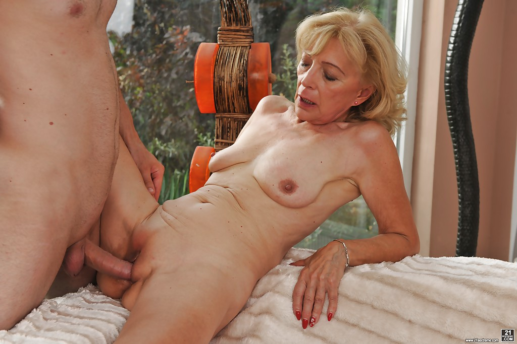 Monster Cock Cums Pussy