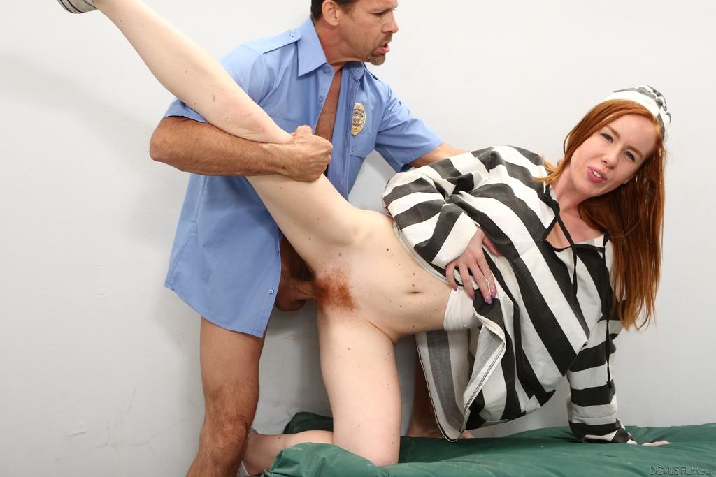 Lesbian guard anal fuck prison inmates