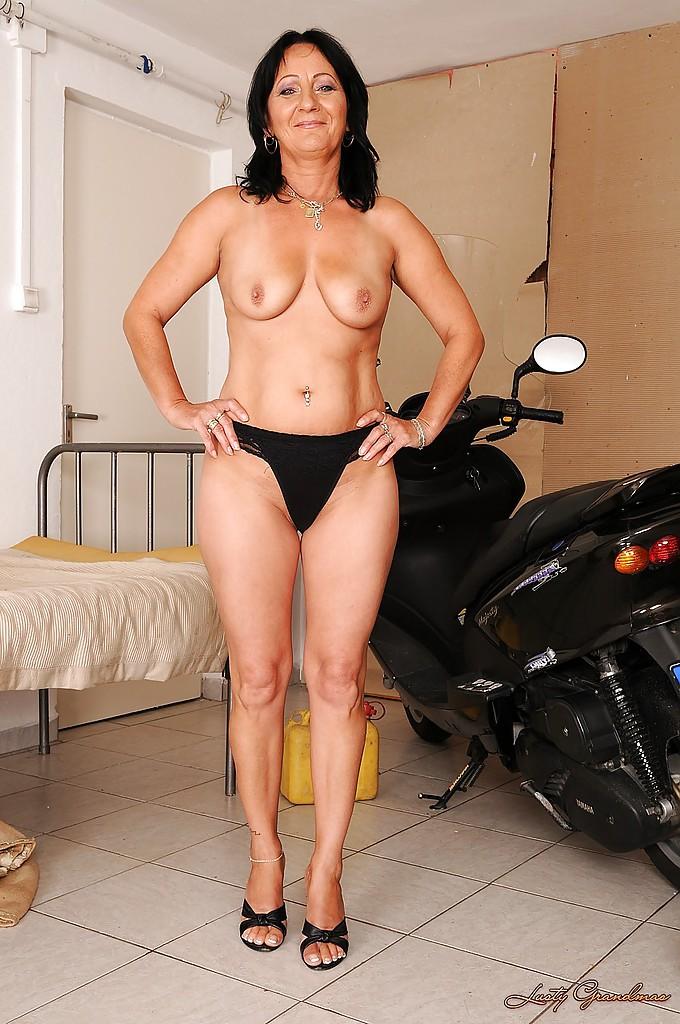 Busty Brunette Big Tits
