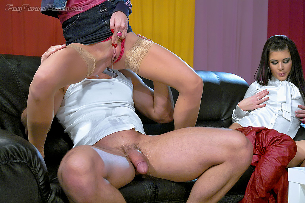 Blondie With Nice Smile And A Nice Dress Lynna Nilsson In A Couples Sex Convinced To Fuck This Gullible Hottie