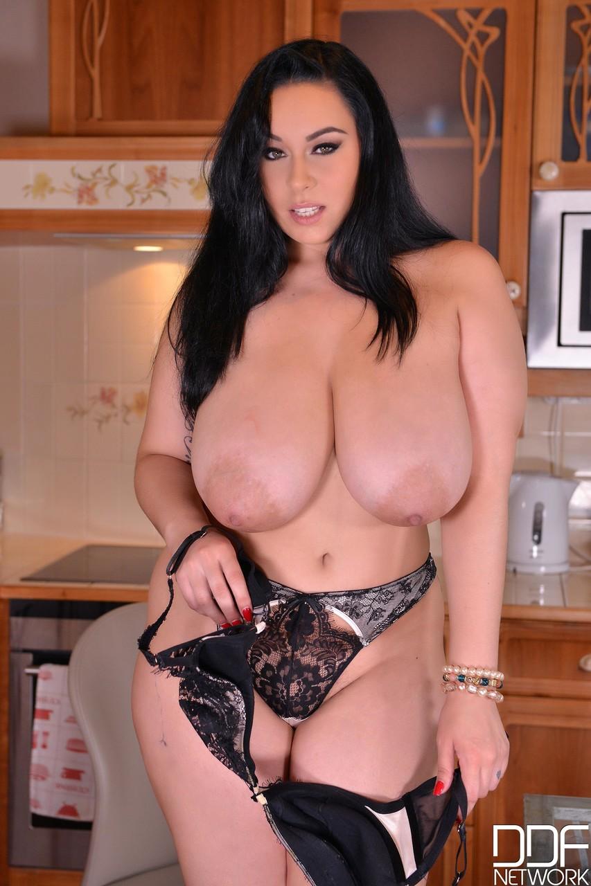 DDF Busty Anastasia Lux 70209526