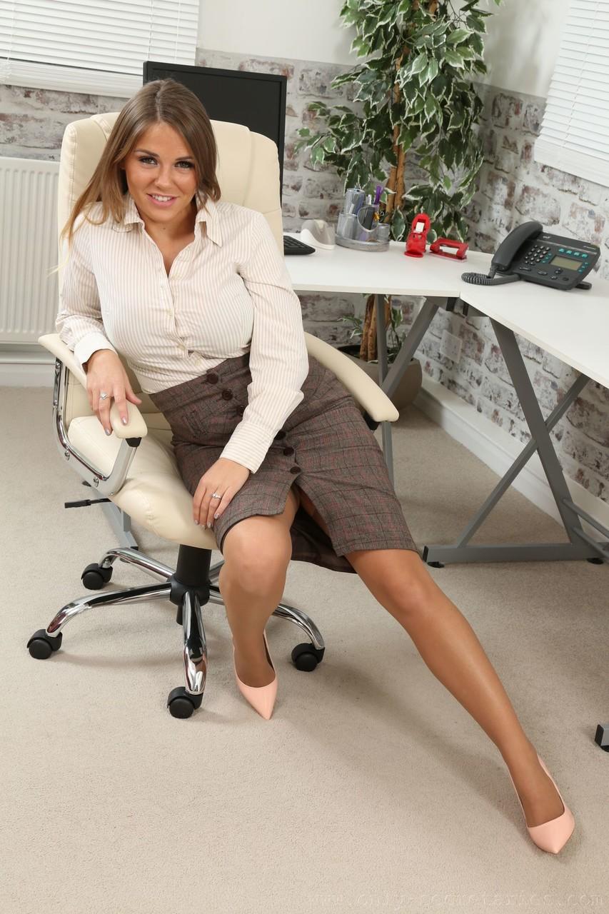 Hot secretary Siobhan Graves in nylon stockings takes off her skirt at office 54083166