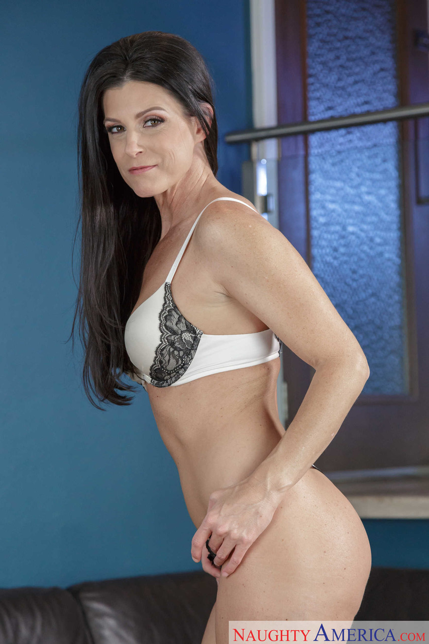 Seduced By A Cougar India Summer Chad White 27516240