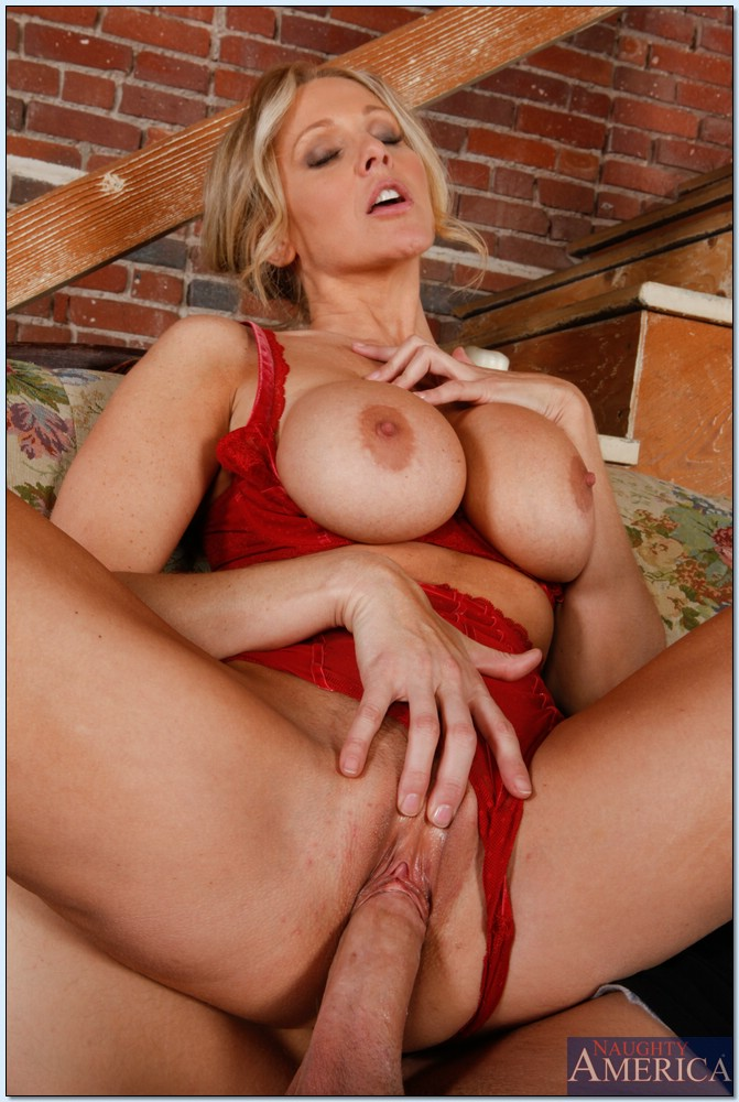 My Friends Hot Mom Isabella Rossa Mac Turner 90677218