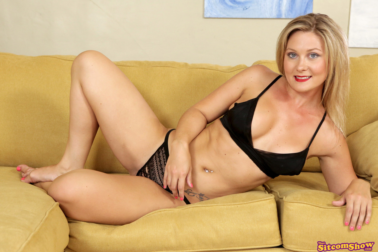 That Sitcom Show Addison Lee Jennifer White 53965089