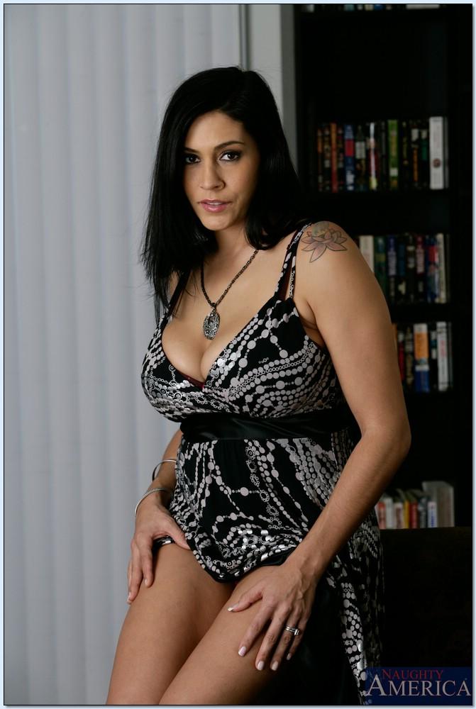 Housewife 1 on 1 Raylene Christian 22105519