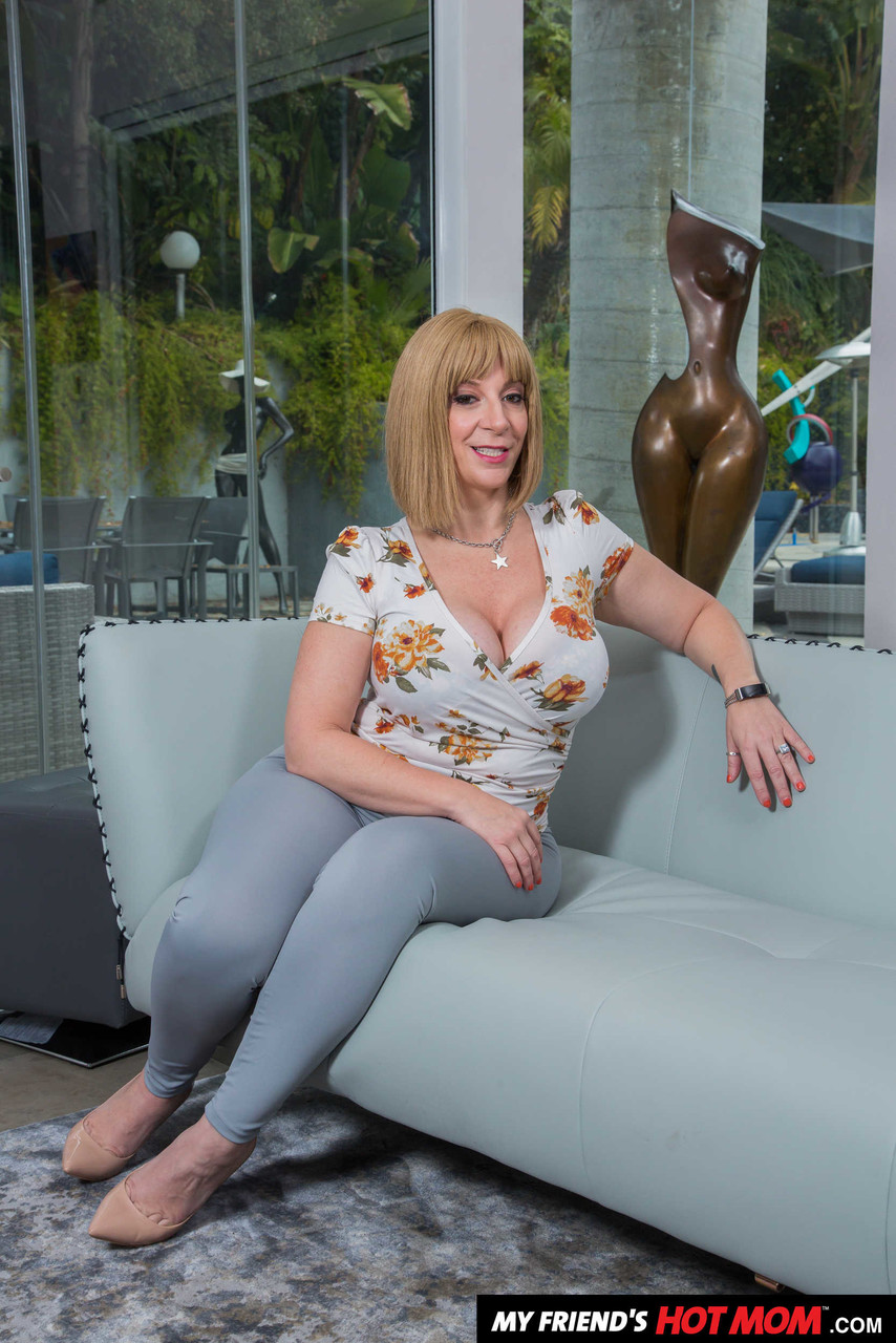 Mom sara jay American Mom Sara Jay Strips To Show Her Monster Booty And Large Boobs Pornpics Com