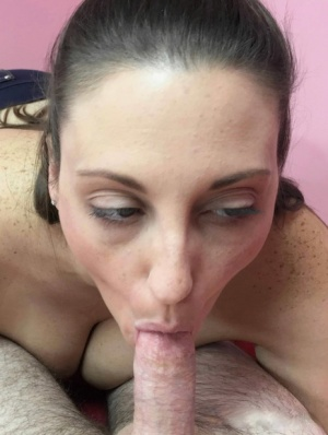 Amateur MILF Melanie Hicks bends over and gives a wold class BJ