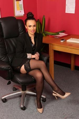 Brunette secretary Saskia Jade flaunts her sexy ass while her boss jerks off