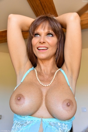 Amateur model Syren De Mer displays her great tits indoors and outside too