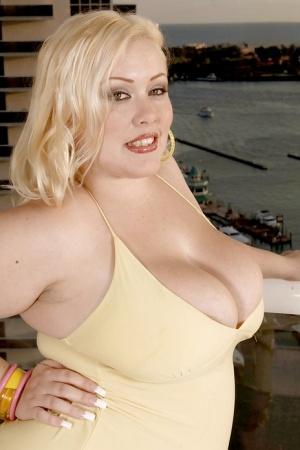 Lubricious blond bbw Bunny De La Cruz demonstrating fatty tits and ass