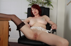 Intelligent milf Scarlet Rose is getting sexy in her dinner time