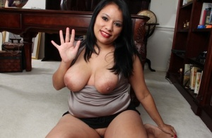 Wonderful big tits milf Lucey Perez is showing her pussy in close up