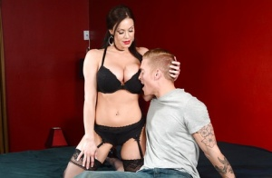 Huge tit cougar milf Kendra wants to be hardcore fucked by a dick