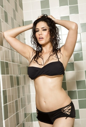 bollywood actress panty line visible