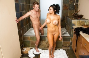 Audrey Bitoni enjoying a delicious dagger in a hot bath with soapy water