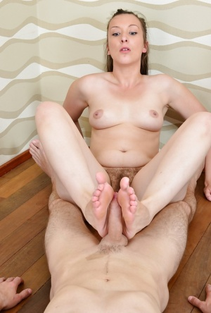Amateur housewife Jessica Biel tugs on her man's dick wit hands and feet