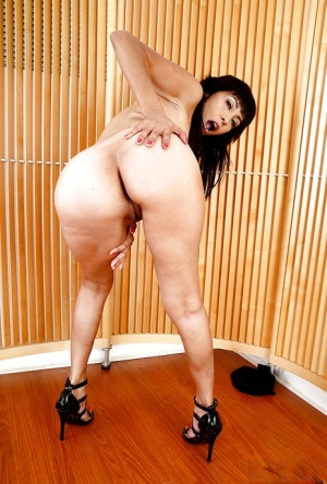 Mature Latina model Katt Ventura showing off bare feet in high heel shoes
