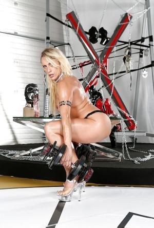 Leggy European bodybuilder Brittany Bardot posing nude in high heels
