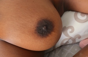 Ebony amateur chick Daya Knight reveals her black cunt and shows black nipples