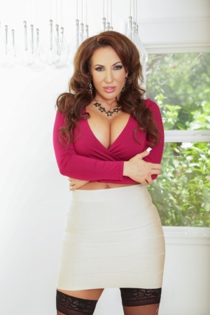 MILF Richelle Ryan uncovers her round tits as she undresses
