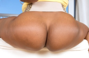 Ebony solo girl Kara Kane frees her big booty from shorts and thong