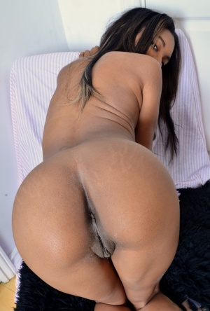 Ebony chick Raven Wilde makes her nude modeling premiere with lingerie removal
