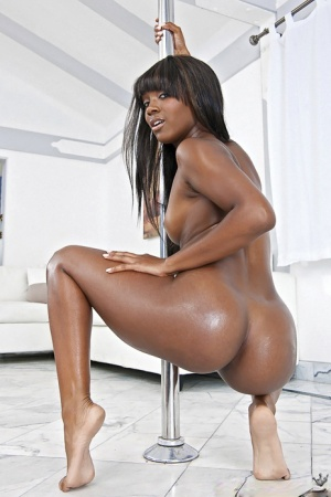 Black stripper Sierra Banxxx works her sexy ass up and down the pole