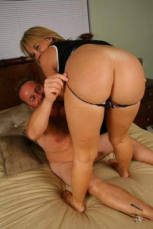 Busty milf butt filmed up close when its owner rides cock