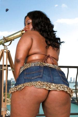Black bbw girl in jean miniskirt Keita Eden demonstrates yummy big ass outdoor