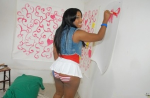 Naughty ebony babe Sienna Dream revealing her voluptuous curves