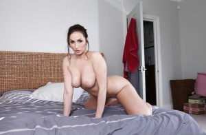 Bootylicious pornstar with shaved gash Paige Turnah posing nude