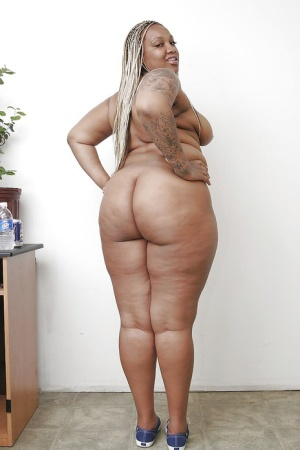 Tattooed ebony plumper getting nude and spreading her lower lips