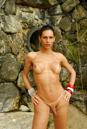 Latina shemale Rennata flashing big booty and shaved dick outdoors