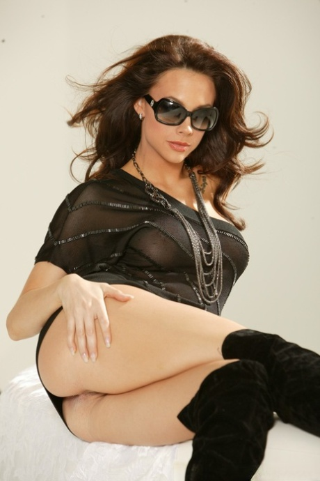 Sexy MILF Chanel Preston posing seductively with bare ass in tall boots