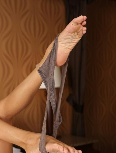 Feet ariella ferrera Ariella Ferrera