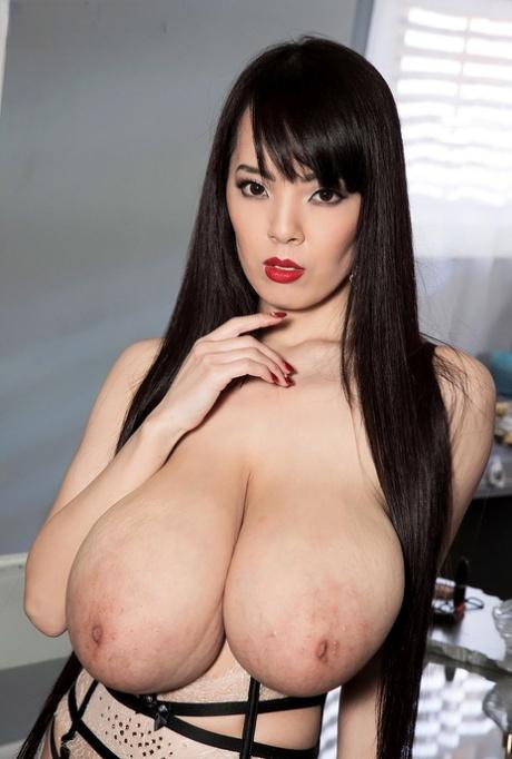 Hitomi tanaka boobs Hitomi Tanaka Big Boobs Pics Pics Pornpics Com